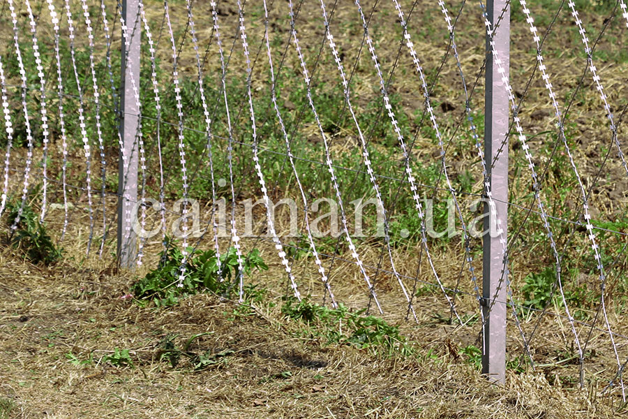 Barbed wire Egoza – protection against undermining of a fence