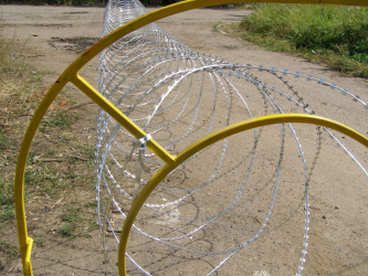 Egoza razor wire mobile security barrier
