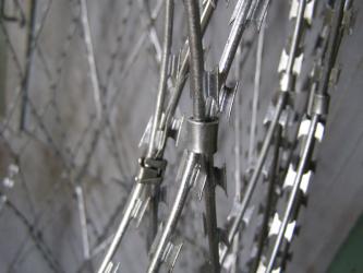 Piranha razor mesh made of Egoza barbed wire