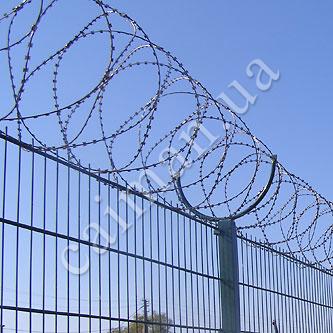 Монтаж колючого дроту Єгоза по парканах і будовам
