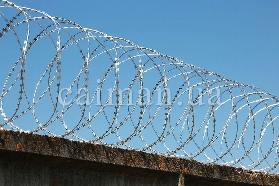 Спиральные заграждения из армированной колючей ленты