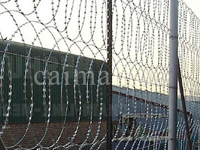 Забор из плоского заграждения